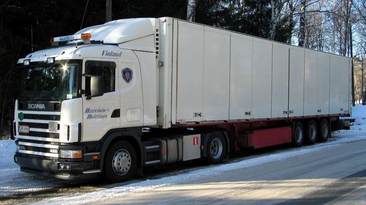 Cysterny, ciężarówki i traktory