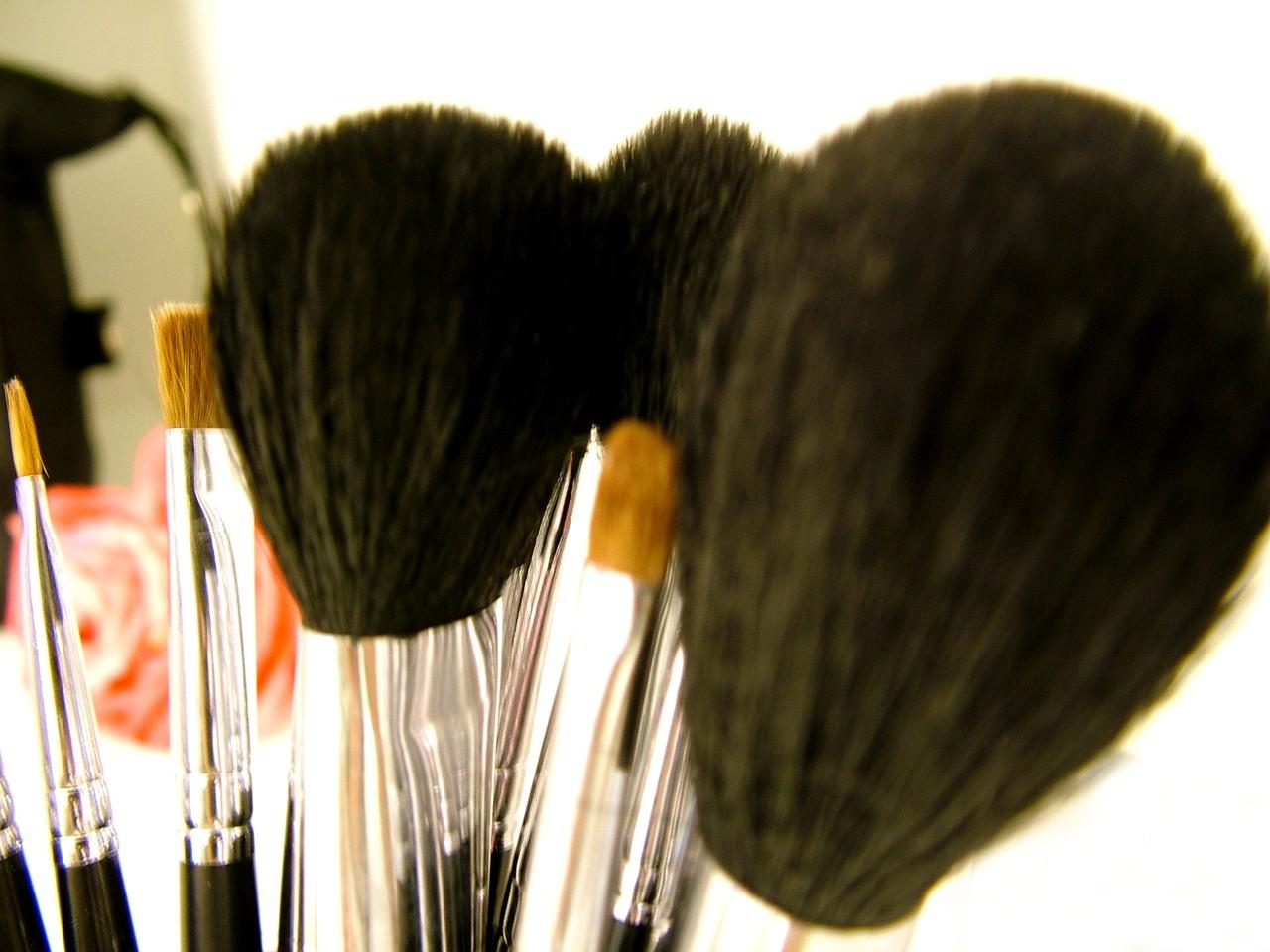 Niezbędne akcesoria kosmetyczne to długa lista produktów