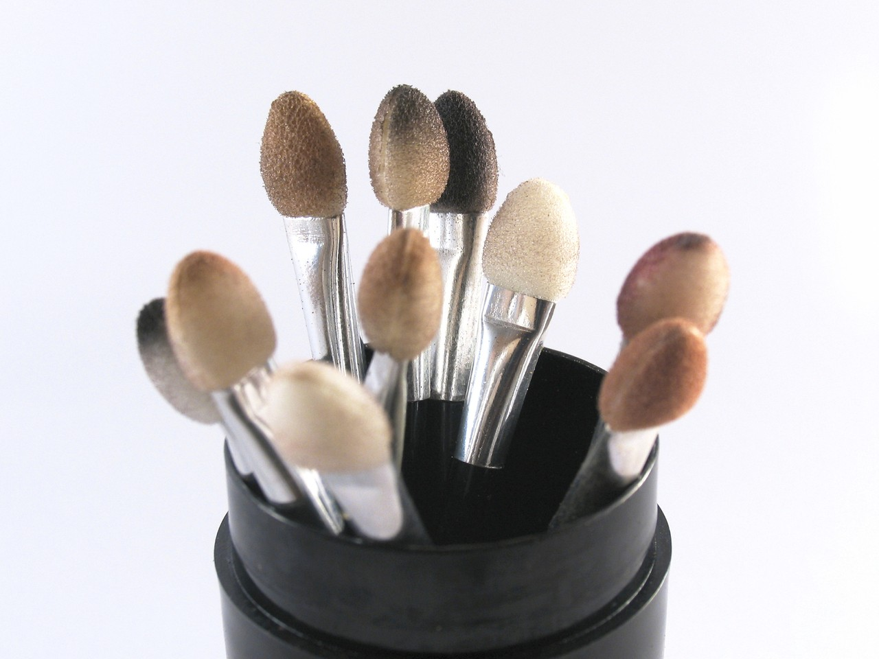 Czym się kierować przy wybierani salonu makijażu permanentnego?